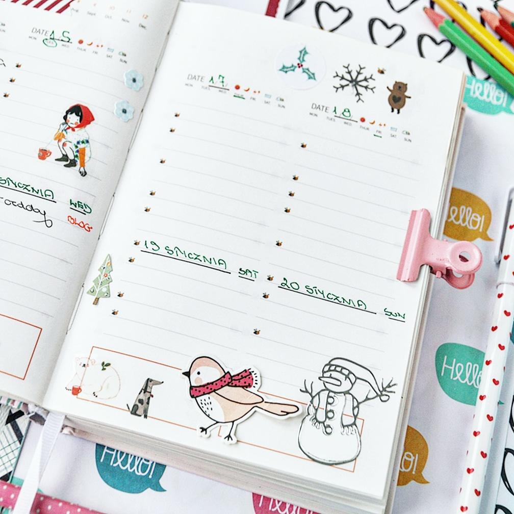 Kolorowy kalendarz wyklejony zimowymi naklejkami