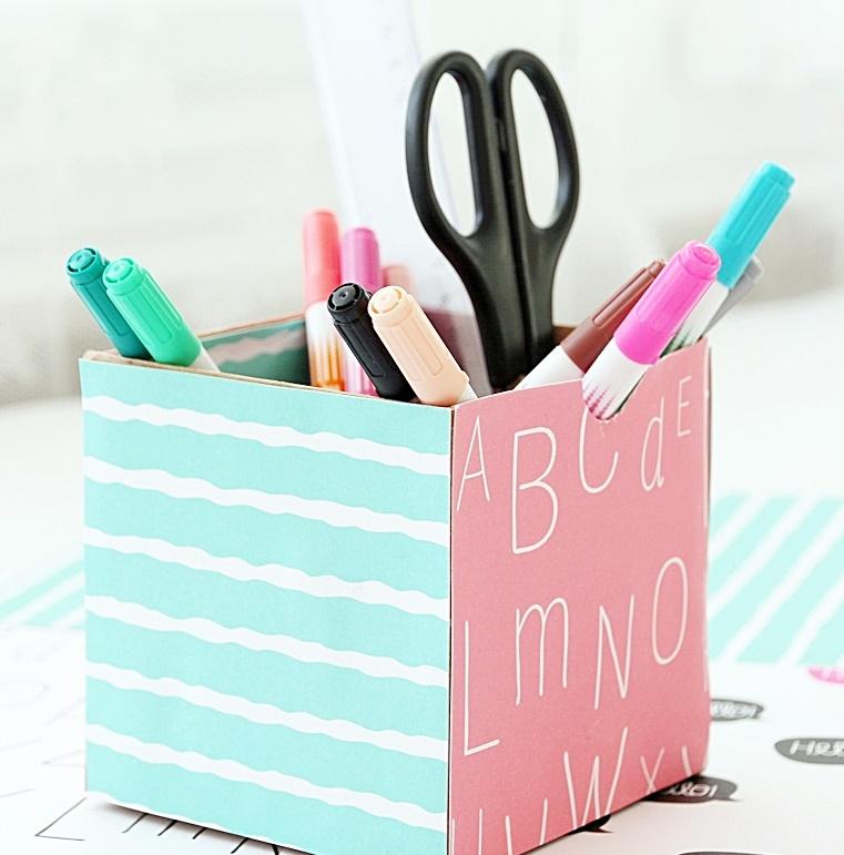 Pudełko na prezent - przybornik DIY z długopisami w środku