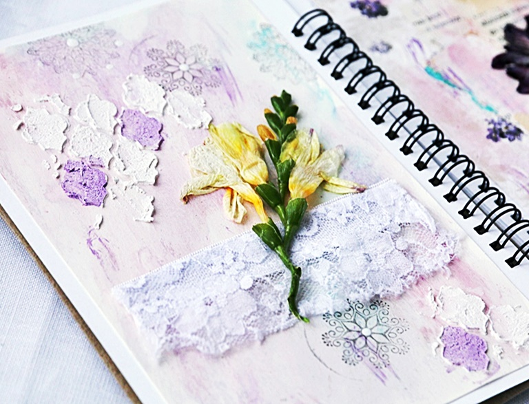 Strona art journala w stylu shabby chic
