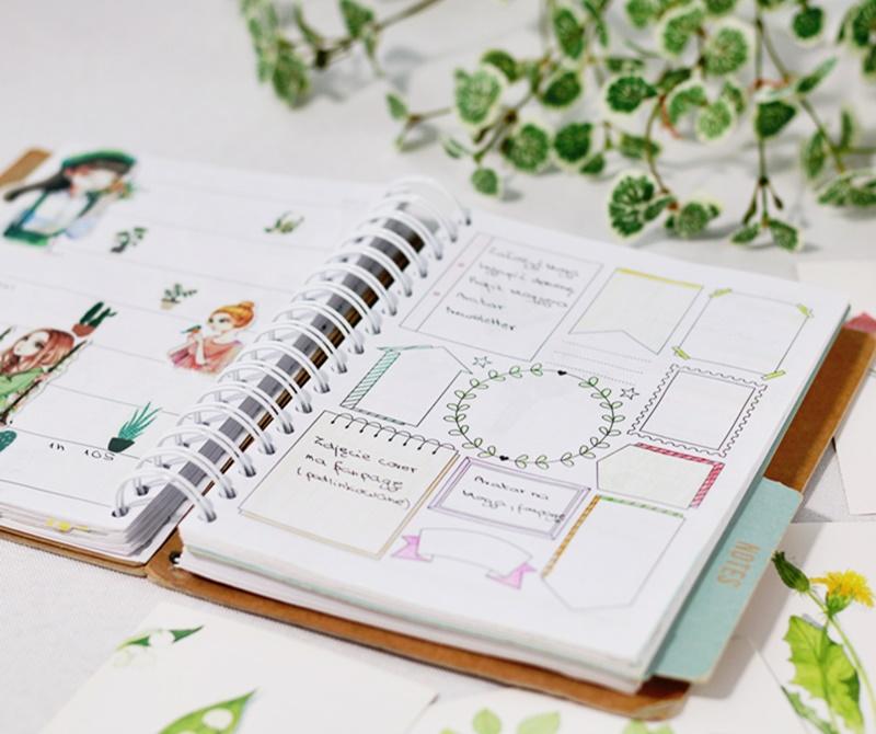 Strona planera z dekoracyjnymi ramkami i naklejkami