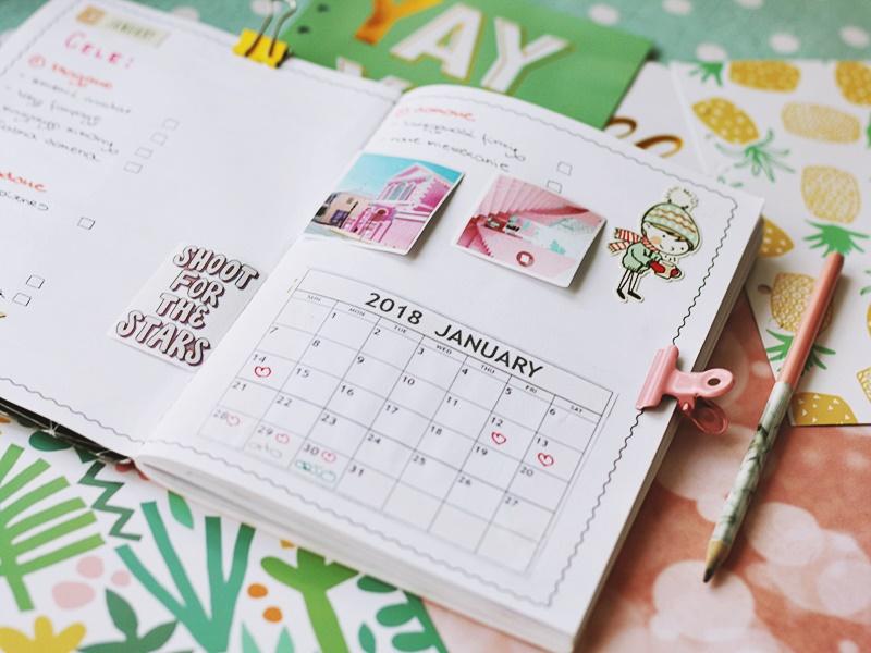 Kalendarz miesięczny wklejony do zeszytu służącego jako planer
