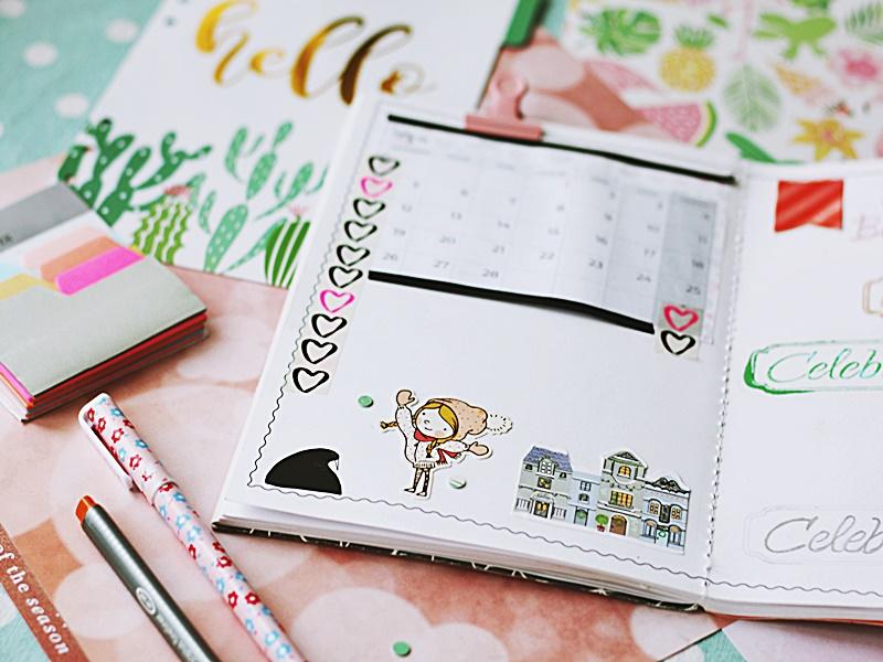 Kolorowa strona kalendarza prowadzonego w zeszycie