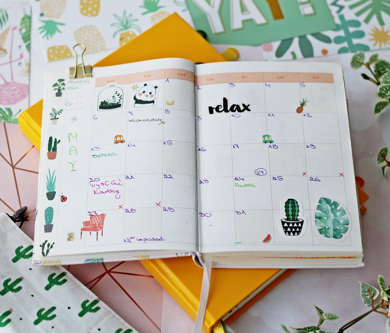 Strona miesięczna w planerze książkowym